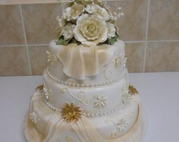 Mladenačke torteCampos mladenačke torte su veličanstvenog izgleda i odličnog ukusa. Veliki izbor torti za sve prilike ...